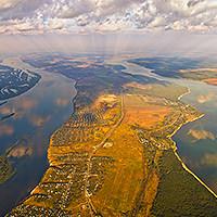 ПЕРЕВОЛОКИ. Название от основного промысла местных - тягать лодки в обход Самарской луки напрямую из Волги в Усу. Место, где кончается Самарская Лука.