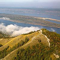 ГОРА СТРЕЛЬНАЯ. Является одной из самых высоких вершин в Жигулевских горах (375м), с неё открываются замечательные виды на Волгу.